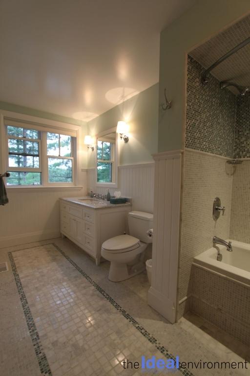 Muldrew Lake Cottage Bathroom